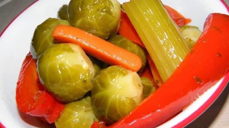 Лучшие рецепты, как солить брюссельскую капусту на зиму