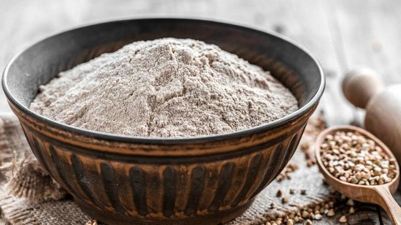 Чем полезна молотая гречка с кефиром и как её правильно применять для похудения и очищения