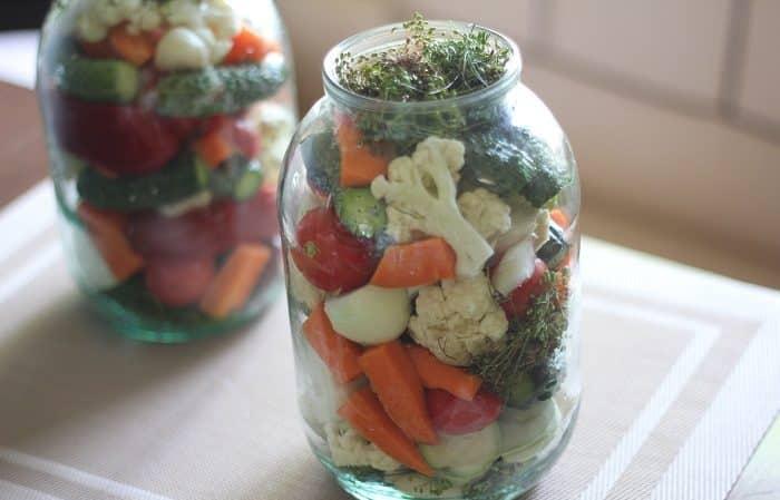Самые вкусные рецепты ассорти с цветной капустой, огурцами и помидорами на зиму