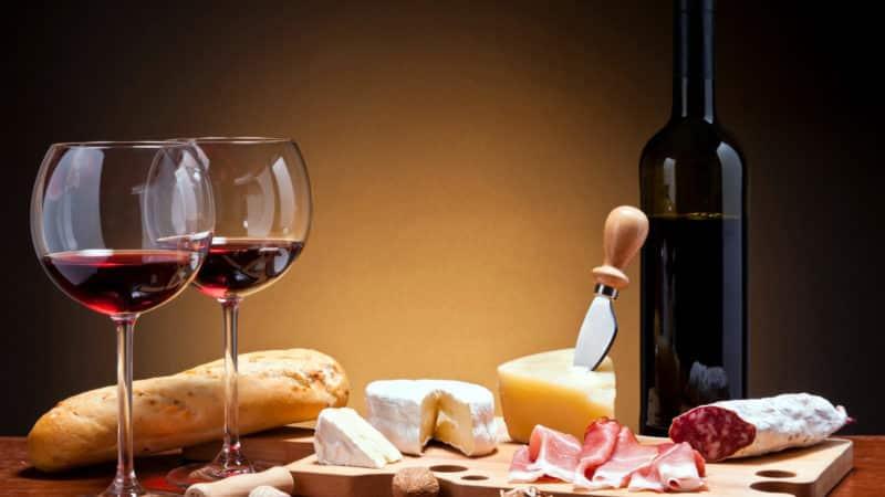 Из какого сорта винограда делают вино Киндзмараули