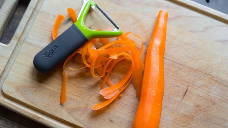 Причины почернения моркови после чистки и что с этим делать