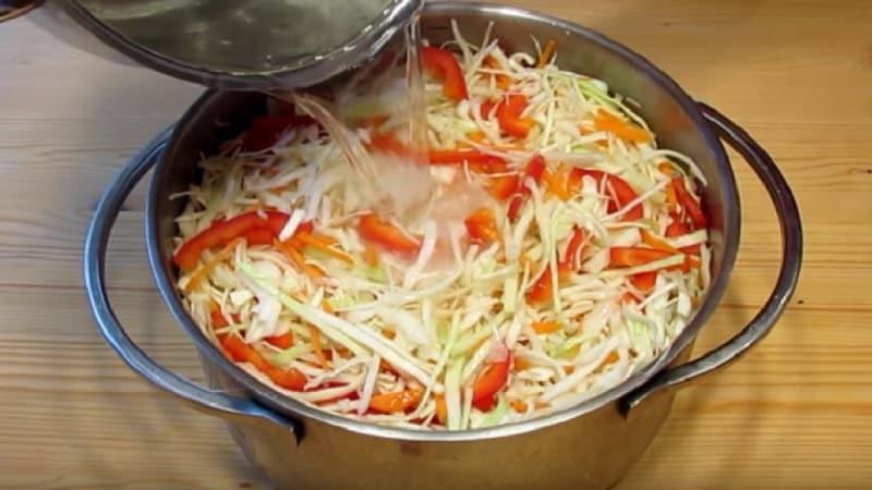 Солим капусту в банках холодным способом на зиму: рецепты и рекомендации по хранению