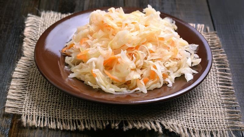 Сохраняем заготовки на длительный срок: можно ли замораживать квашеную капусту и как это сделать правильно