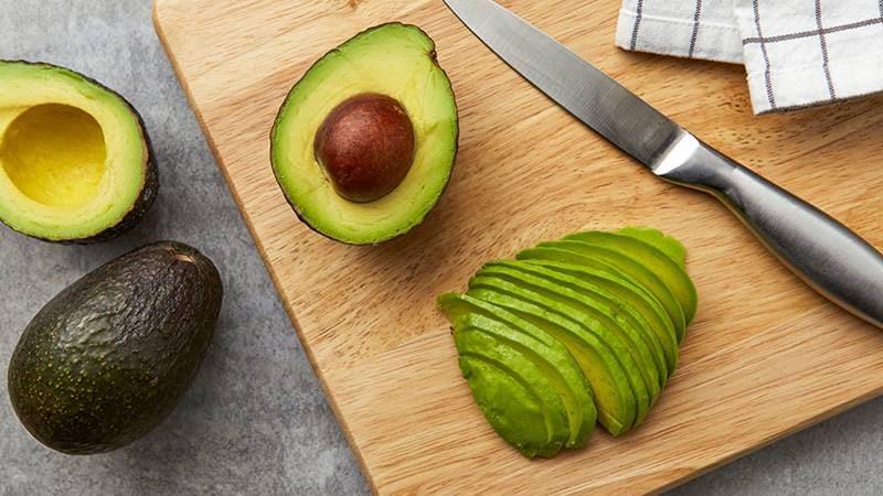 Как правильно хранить авокадо в домашних условиях, чтобы оно не испортилось