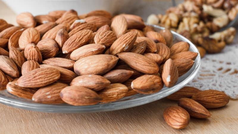 Миндаль - лучший орех для женщин?