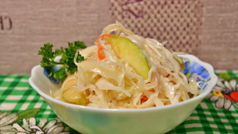 Рецепты сладкой маринованной капусты, которые обязательно попросят ваши гости
