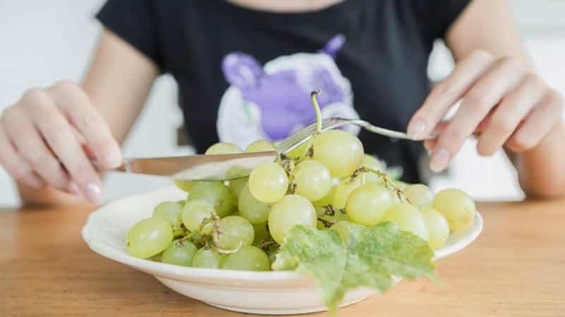 Боремся с лишним весом не голодая: можно ли есть виноград при похудении