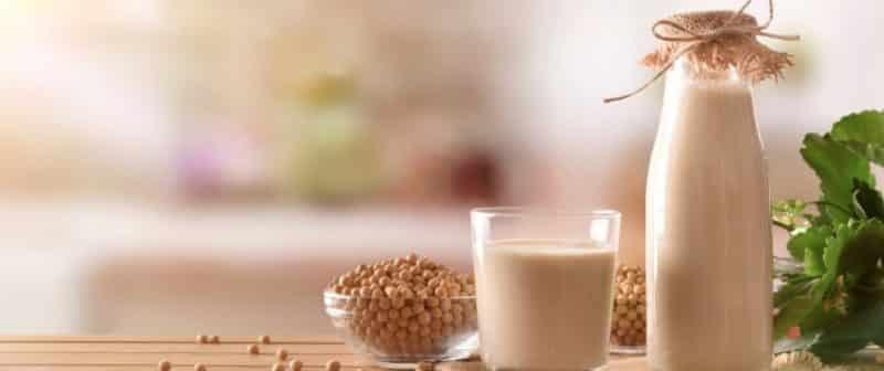 Можно ли употреблять сою и соевое молоко при грудном вскармливании