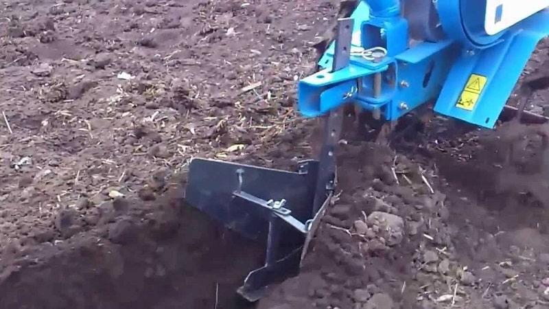 Техника окучивания картофеля мотоблоком